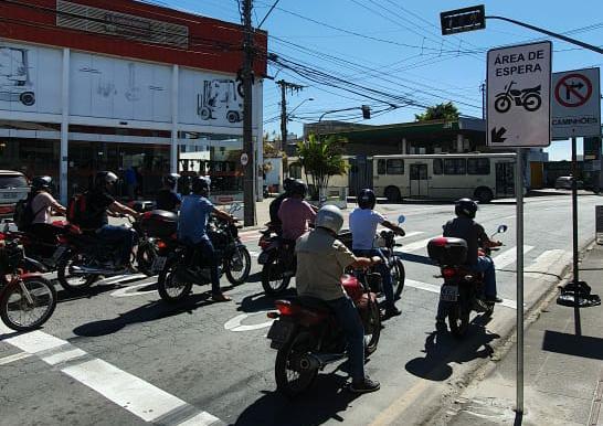 Área exclusiva para motos visa maior segurança no trânsito de Itajaí, SC Hoje News - Notícias de Balneário Camboriú