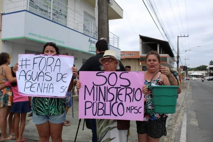 Moradores da cidade de Penha fazem manifestação contra a falta de água, Notícias de Balneário Camboriú