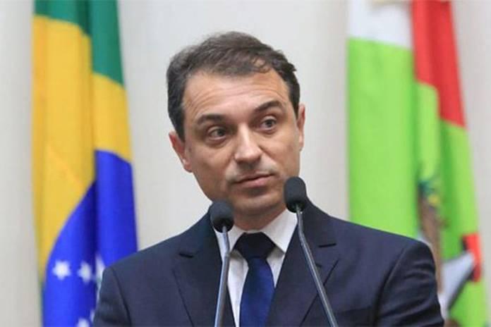 Defensor público protocola pedido de impeachment de governador de SC, Notícias de Balneário Camboriú