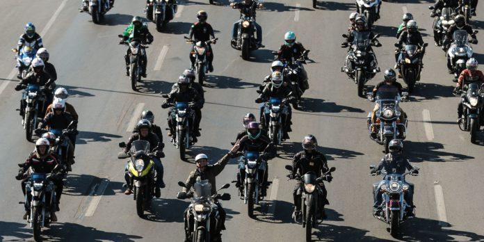brasilia:-presidente-faz-passeio-de-moto-neste-domingo-de-dia-dos-pais