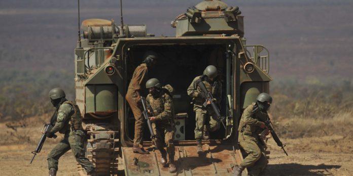 forcas-armadas-realizam-demonstracao-simulada-de-operacao-militar