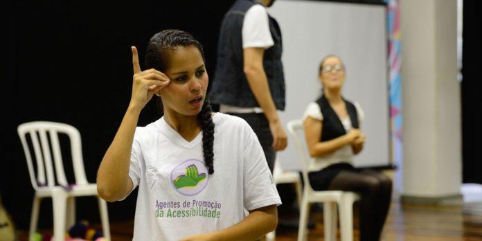 surdos-defendem-libras-como-segundo-idioma-oficial-do-brasil