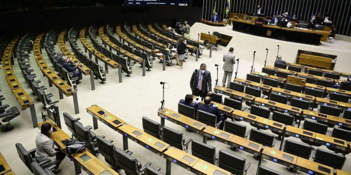 deputados-derrubam-vetos-a-lei-que-suspende-os-despejos-na-pandemia