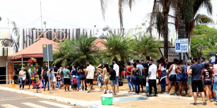 zoo-de-brasilia-tem-tumulto-na-porta-e-policia-e-acionada