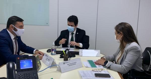 Paulinha se reúne no Ministério da Saúde para atender demandas no setor